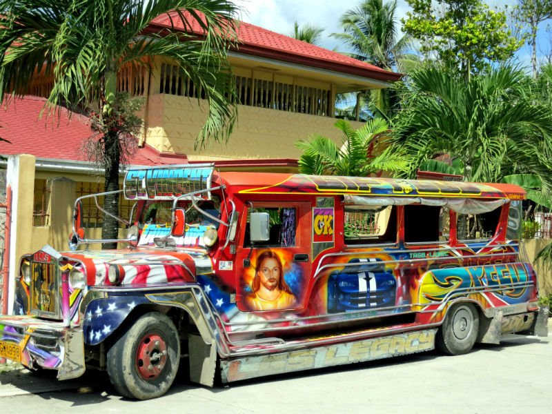 the best things to do in Manila - jeepney