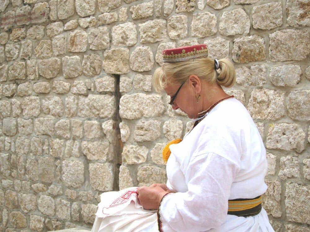 Photo essay Dubrovnik - traditional woman