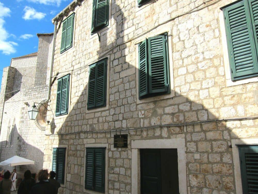 Photo essay Dubrovnik - shadow buildings