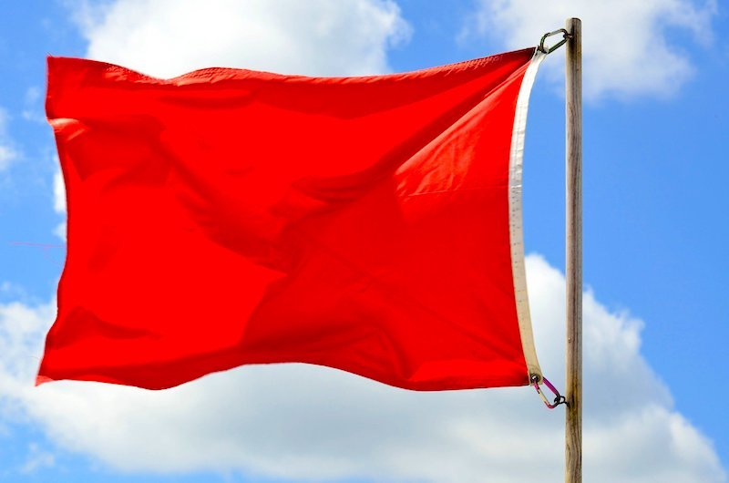 Red flag - Couchsurfing for women