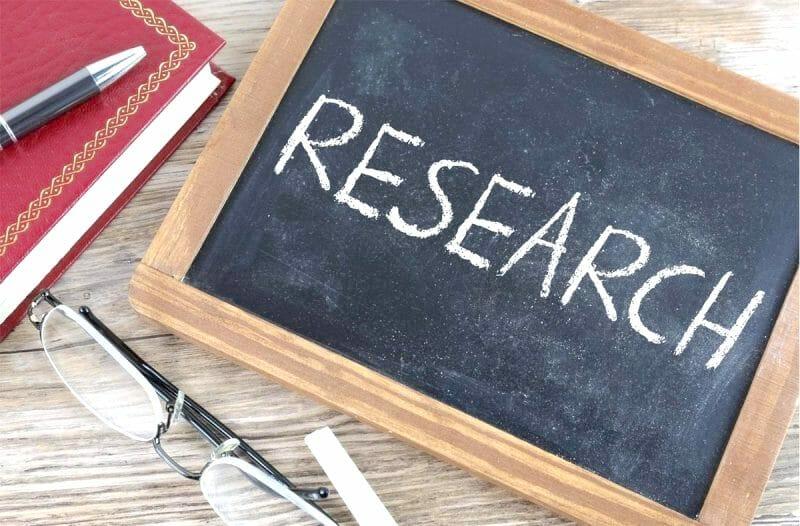 Research written on blackboard - Couchsurfing for women