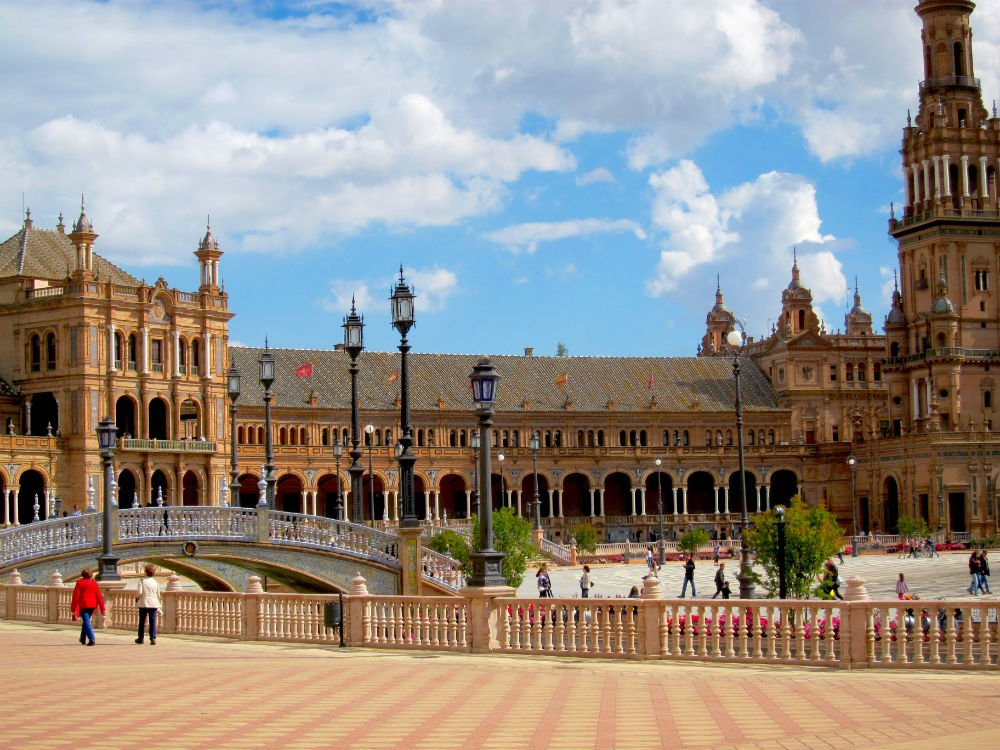 Travel solo and step outside your comfort zone - Plaza de Espana 1
