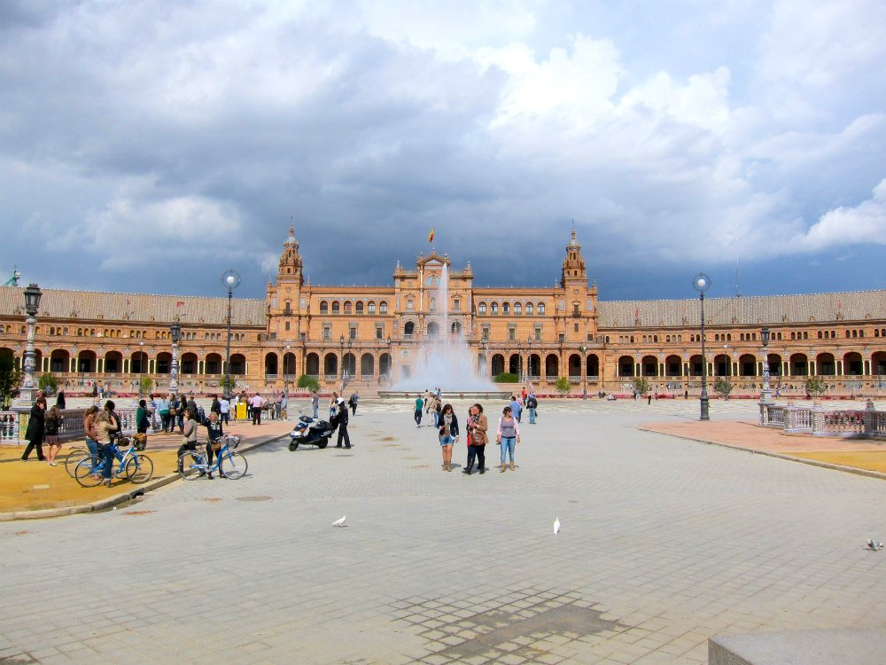 Travel solo and step outside your comfort zone - Plaza de Espana