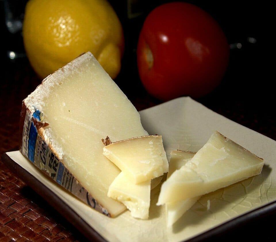 Sardinian cheeses - Pecorino Sardo