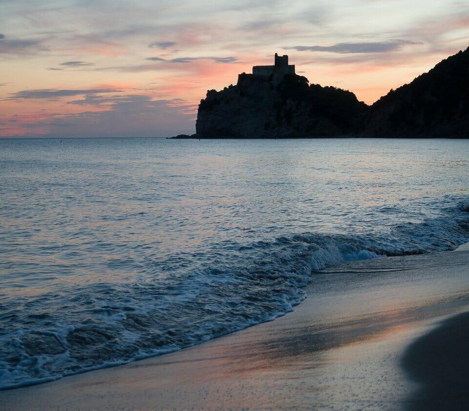 Where to take photos in Sardinia - La Pelosa beach