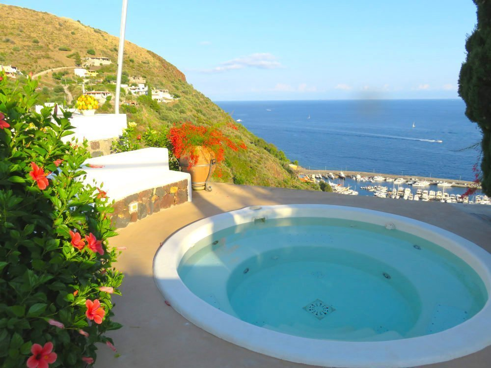 Rent villa in Lipari