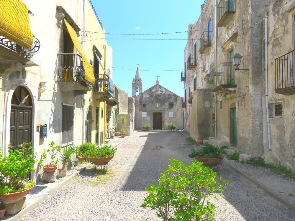 Things to do in Lipari - old churches