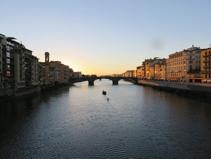 Siena Veneto: Tourists everywhere at Ponte Vecchio