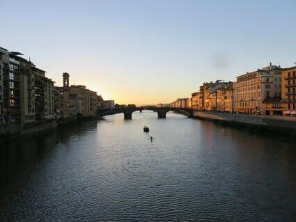 Siena Veneto: Tourists everywhere at Ponte Vecchio