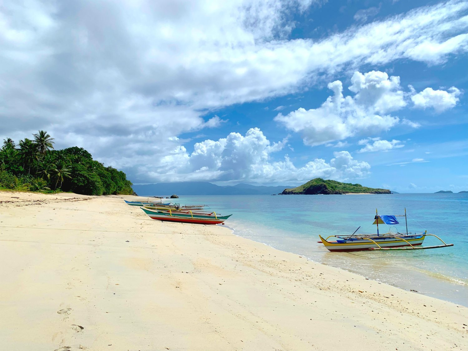 5 excellent reasons to choose the Caramoan Islands over El Nido 5