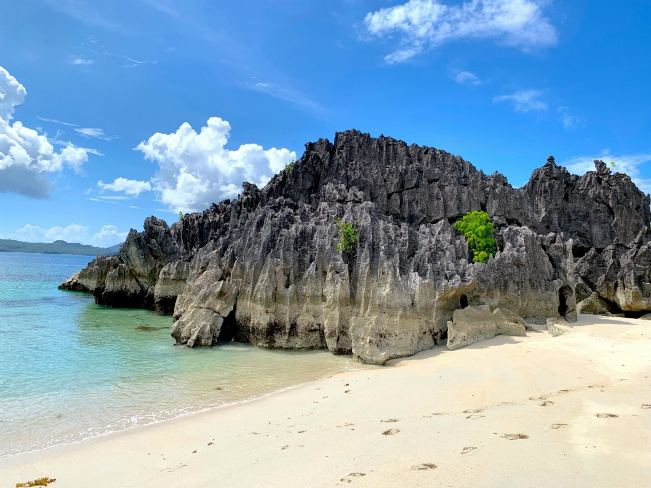 5 excellent reasons to choose the Caramoan Islands over El Nido 6