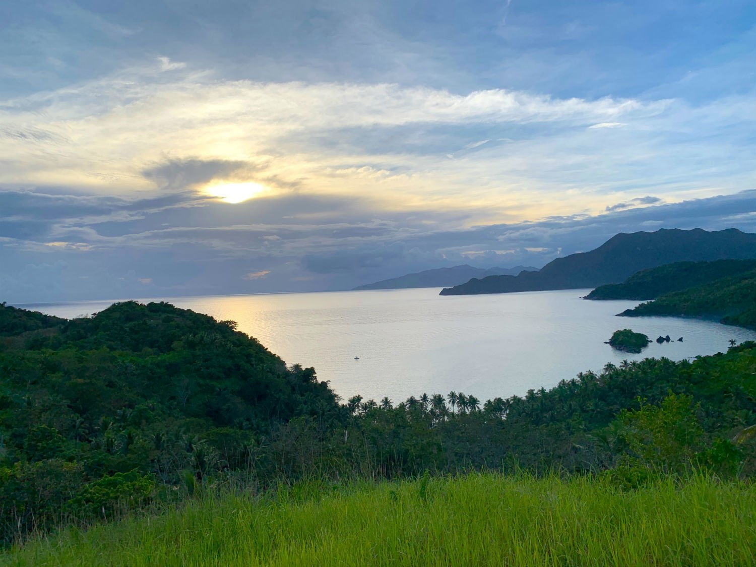 5 excellent reasons to choose the Caramoan Islands over El Nido 2