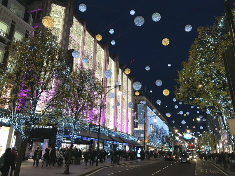 Attractions to see in London - Oxford Street
