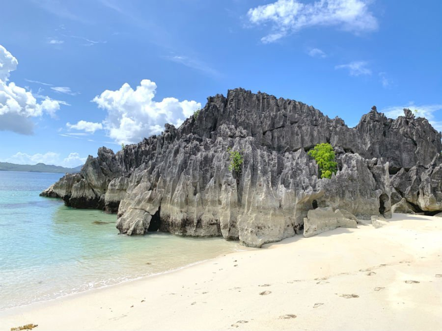 Rock formation on Catanhawan Island in Caramoan