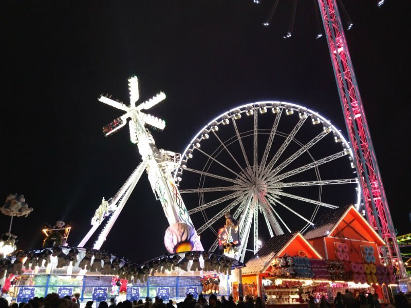 15 dazzling places to see the Christmas lights in London 9