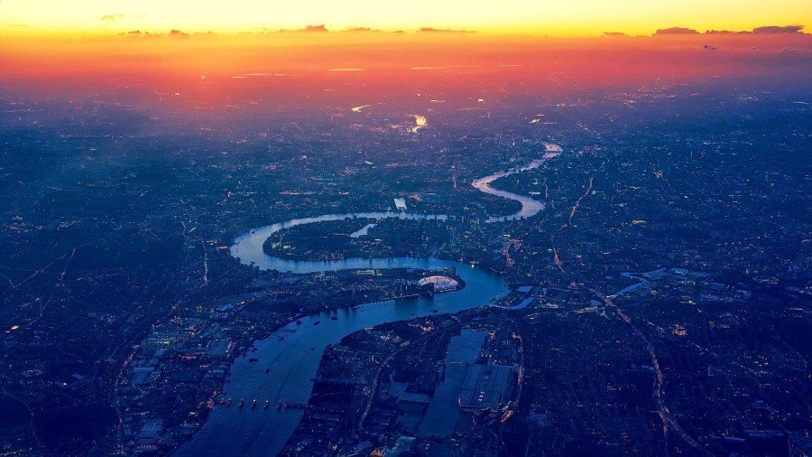 Bird's eye view of London and the River Thames — River view hotels London
