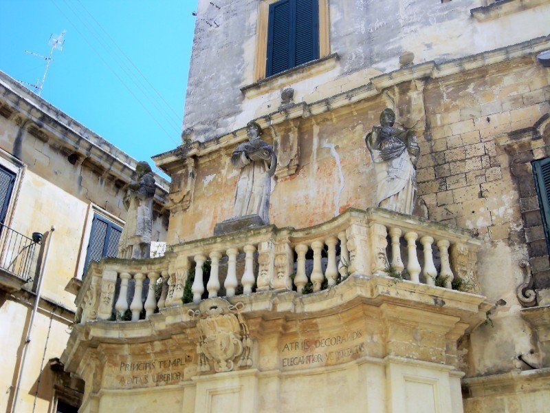 A balcony in baroque architectural style — best towns in Puglia