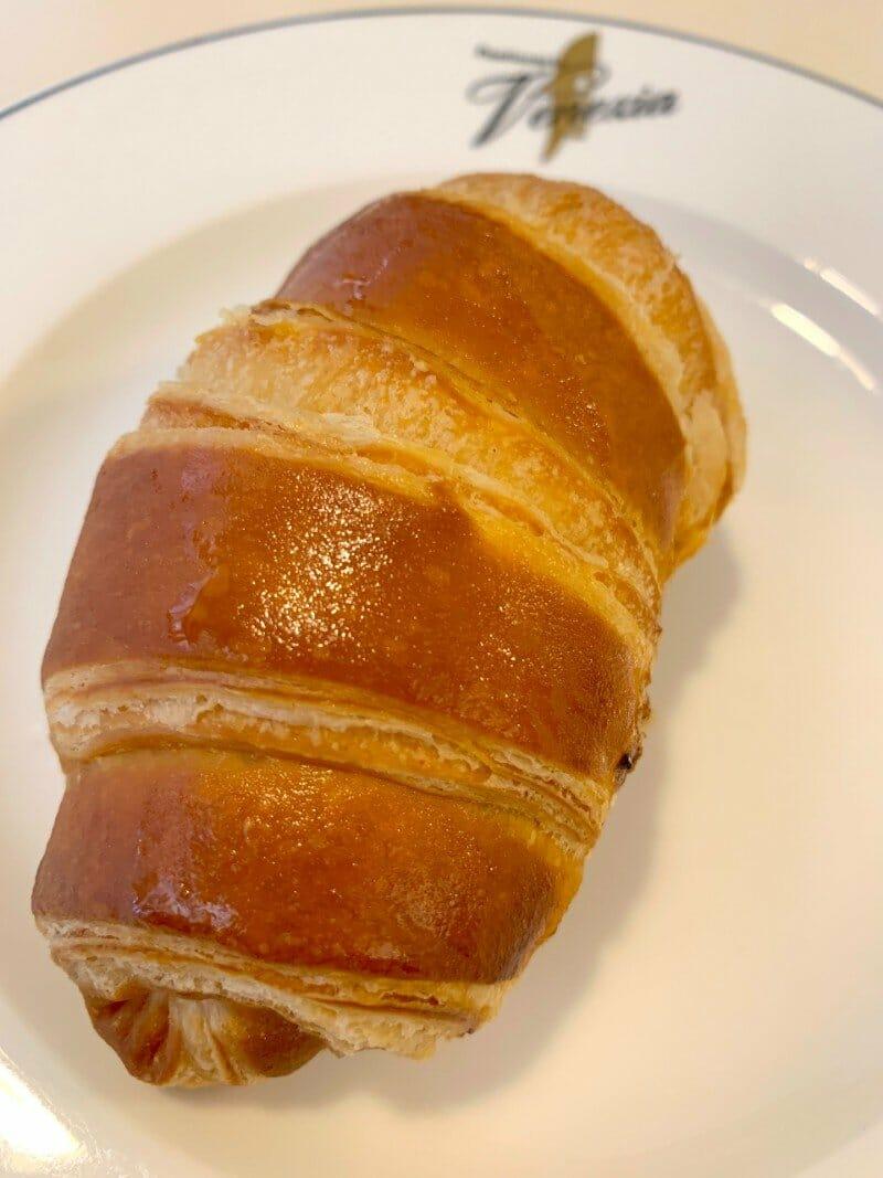 Brioche al pistacchio - breakfast in Italy