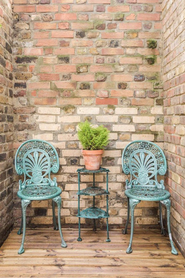 Hackney chairs - Central London Airbnb