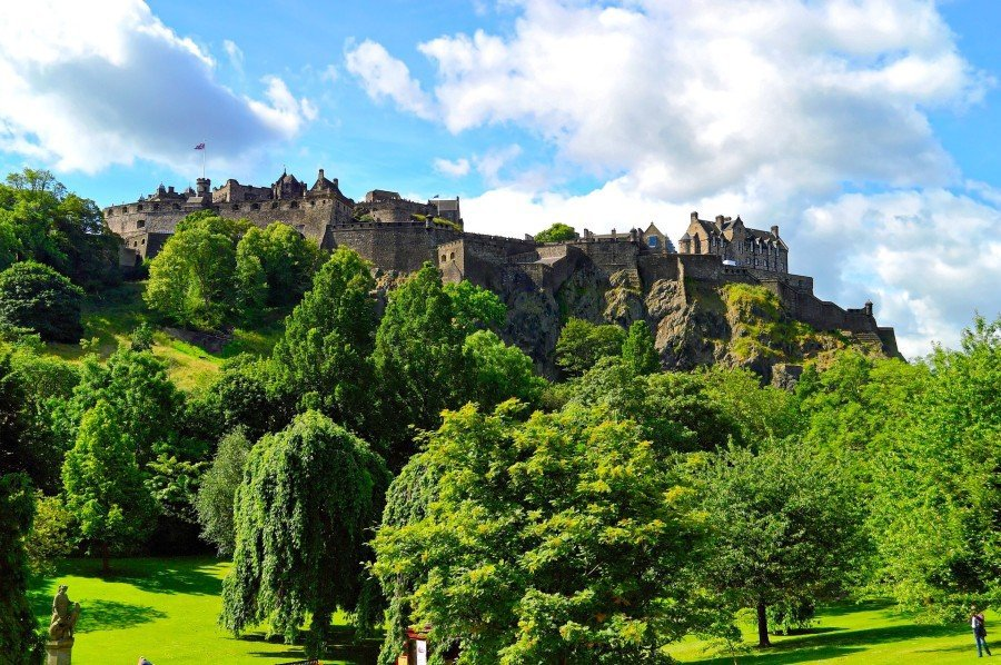 Edinburgh Castle - Edinburgh city breaks