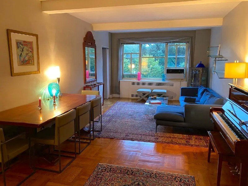 Grand living space Airbnb NYC