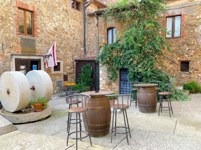 Osteria Passaparola Nell'Antico Frantoio - a village in Tuscany