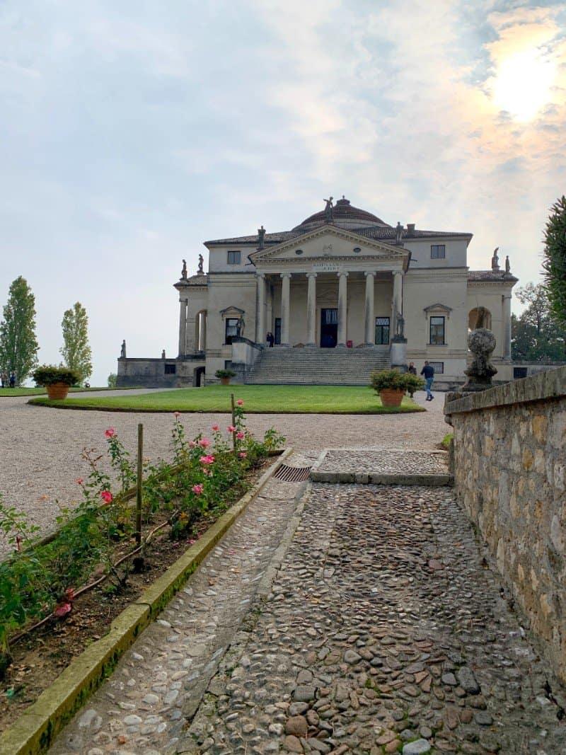 Villa Rotonda Vicenza from a distance