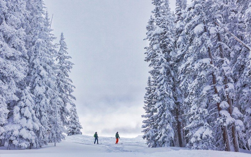 Outdoor activities in Estes Park — places to visit in Colorado in the winter