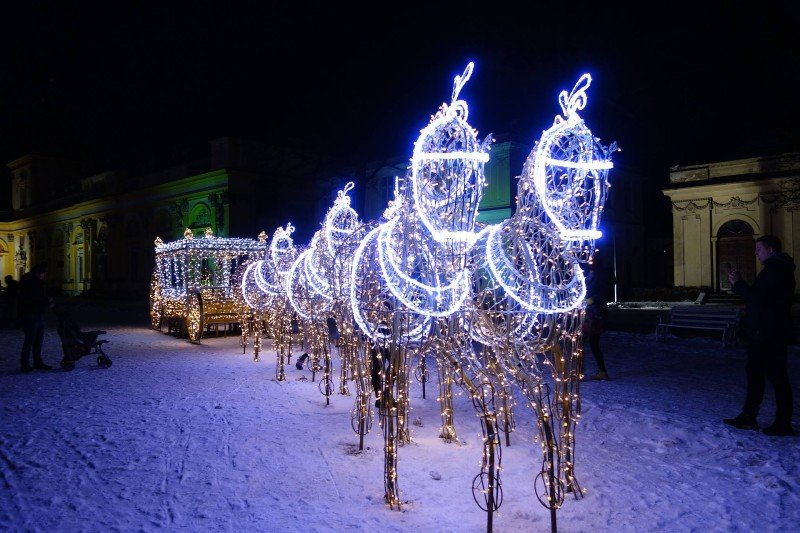 winter light statues in Warsaw — best Christmas cities in Europe